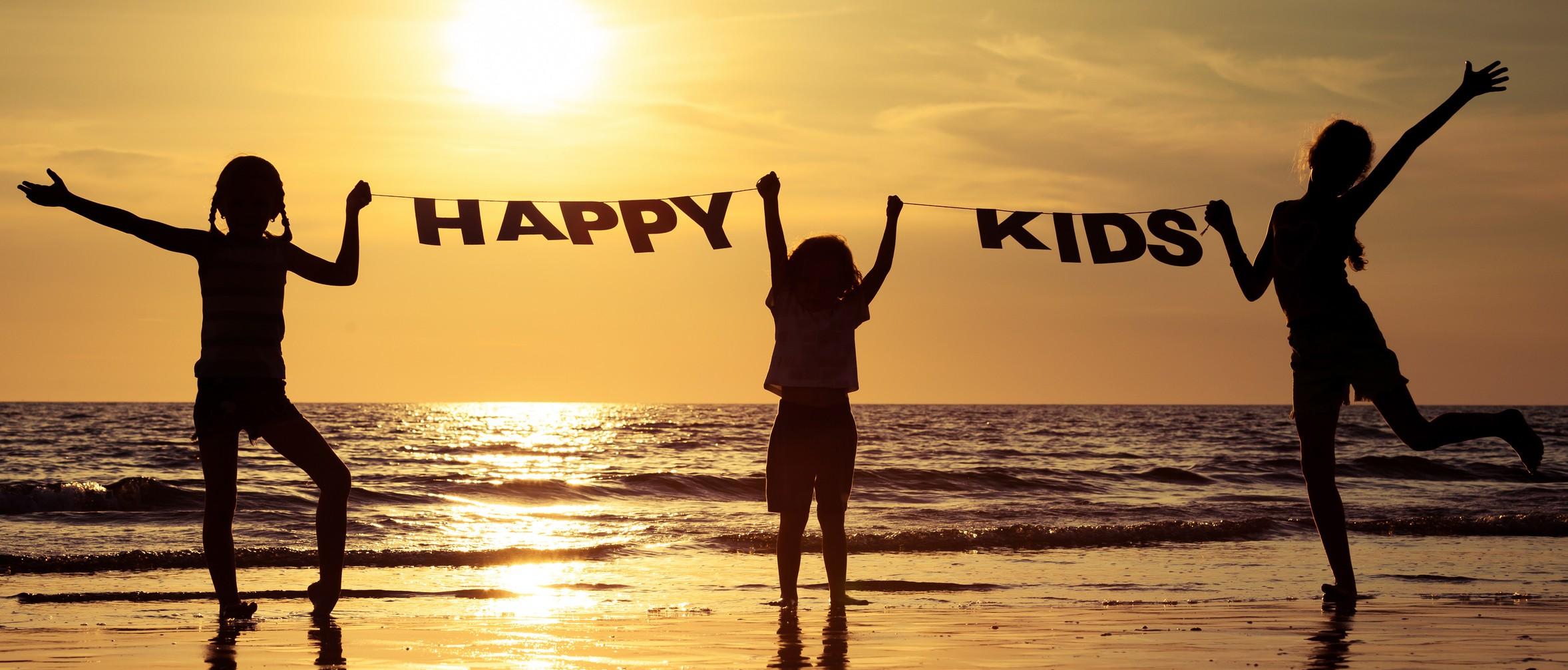 Meta Slider - HTML Overlay - Happy children playing on the beach